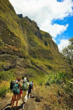 Trekking dans le cirque de Cilaos - Ile de la Réunion Venez profitez de la Réunion !! www.airbnb.fr/c/jeremyj1489