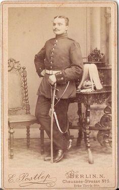 CDV photo Garde Soldat mit Pickelhaube und Busch - Berlin 1891