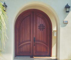 Arches are a great way to make a boring entry way an inviting entryway. Do you have a summer home that would go well with this door?