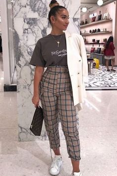 Checked Trousers Outfit, Brown Pants Outfit, Tartan Pants, Tailored Trousers, Plaid Trousers Womens, Trousers Women Outfit, Printed Pants Outfits, 6th Form Outfits, Work Outfits