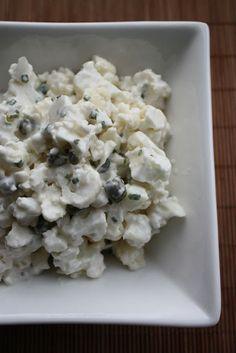 1 kukkakaali (n.700g) puoli purkkia kapriksia 1 omena kevätsipulia (käytin ruohosipulia) 2 rkl vaaleaa balsamicoa 1-2 prk kermaviiliä (mulla...