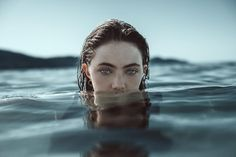 What makes Alessio Albi unique is his non-existing preparation for his photo-shoots. Dramatic, haunting, yet utterly gorgeous portraits taken by Italia's raw… Lake Photography, Underwater Photography, Creative Photography, Portrait Photography, Photography Couples, Underwater Photoshoot, Ocean Underwater, Kreative Portraits, Modeling Fotografie