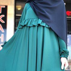 Цена:5500 Ткань:абайный шелк Цвет в Реале темно-зелёный