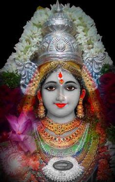 Durga is the original manifested form of Mother Parvati or Adi-Parashakti. Durga is Adi-Parashakti herself Durga Picture, Maa Durga Photo, Durga Maa, Durga Puja Wallpaper, Radha Krishna Wallpaper, Radha Krishna Love, Navratri Puja, Vidya Balan Hot, Gayatri Devi
