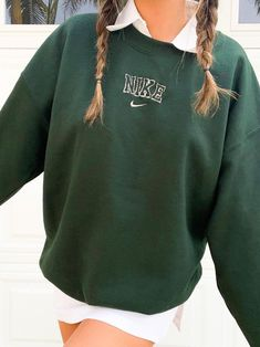 Indie Outfits, Teen Fashion Outfits, Retro Outfits, Cute Casual Outfits, Cute Vintage Outfits, Green Outfits, Nike Fashion, Nike Sweater, Nike Shirt