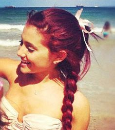 Find images and videos about beach, ariana grande and ariana on We Heart It - the app to get lost in what you love. Ariana Grande Red Hair, Hairstyles For Gowns, Cherry Hair, Dangerous Woman Tour, Cool Braids, Sofia Carson, Cat Valentine, Paris Hilton, My Idol