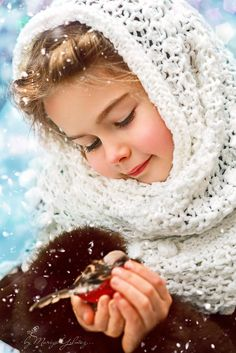 There is nothing better than a child who is so sweet and gentle. It is amazing how actions are a huge part on the category we put people and children in. Precious Children, Beautiful Children, Beautiful Babies, Cute Kids, Cute Babies, Baby Kids, Photo Zen, Child Love, Belle Photo