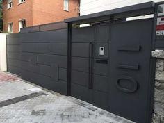 Diseño moderno de puertas portones de garaje Gate Designs Modern, Modern Design, Entrance Gates, Locker Storage, Garage Doors, House Design, Outdoor Decor, Furniture, Lima