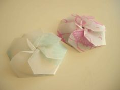 This is a TUTORIAL for creating this CD DISC COVERS for wedding favors (Nick and Norah Paper Flower CD Case)
