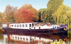 Houseboats- Berkshire it's for sale folks! Narrowboat Holidays, Dutch Barge, Floating Homes, Narrow Boat, Canal Boat, Houseboats, Holiday Destinations, Great Britain, Parisian