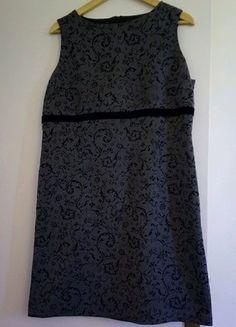 À vendre sur #vintedfrance ! http://www.vinted.fr/mode-femmes/robes-habillees/32028810-robe-courte-grise-sans-manches-fleurs-noires