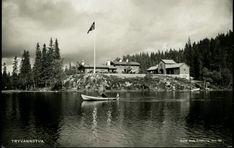 Christiania Kristiania Oslo  Tryvannstua Stuene med et vann og robåt i forgr. Utg Abels Kunstforlag Ubrukt 1930