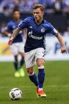 Max Meyer of Schalke controls the ball during the Bundesliga match between FC Schalke 04 and FC Augsburg at Veltins-Arena on March 12, 2017 in Gelsenkirchen, Germany.