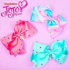 JoJo bows are crazy cool! Jojo Siwa Hair, Jojo Siwa Bows, Jojo Hair Bows, Jojo Bows, Big Bows, Cute Bows, Cool Girl Outfits, Types Of Bows, Frozen Kids