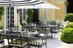 Al Fresco Dining in Bold Black and White >> http://www.hgtvgardens.com/design/outrageous-outdoor-spaces?soc=pinterest&s=4