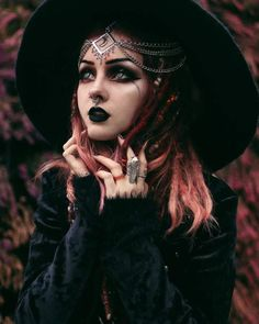 Booop 👀 Make an assumption about me and I'll tell you if true or false! 👏🏼 Could be fun, aight 🤷🏻‍♀️ 📸by edit by meeee 🍂 Witch Photos, Halloween Photos, Up Halloween, Halloween Makeup, Halloween Horror, Halloween Costumes, Dark Beauty, Gothic Beauty, Goth Model
