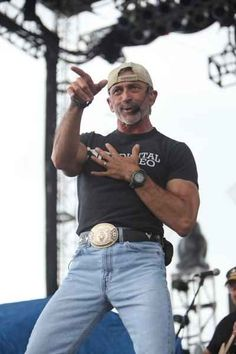 Aaron Tippin' Country USA 2013