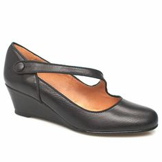 Schuh Zingo Asymmetrical Bar Wedge This style from Schuh is a nice choice for the office or for term time. It has a leather upper with an asymmetric bar strap which is secured on with a stud fastener and a pigskin sock and lining. Wedg http://www.comparestoreprices.co.uk/womens-shoes/schuh-zingo-asymmetrical-bar-wedge.asp