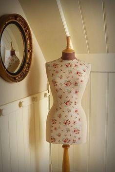 Vintage Inspired Hotchpotch Floral Print Mannequin Dressform Bust - Gracie by… Mannequin Art, Dress Form Mannequin, Soft Grunge, Rose Cottage, Apron Dress, Lace Corset, Lace Back, Retro, Vintage Dresses
