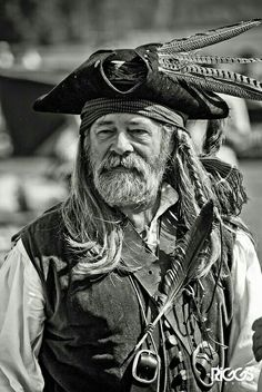 Here be a scurvy salty dog of a pirate if e'er I be seein' one! Pirate Art, Pirate Life, Pirate Ships, Pirate Crafts, Renaissance Pirate, Pirate Treasure, Pirate Wench, Jolly Roger, Treasure Island