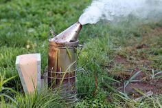 MELISSOCOSMOS: Το μελισσοκομικό μας καπνιστήρι ενάντια στην βαρρόα με φυτά και βότανα της ελληνικής Γής