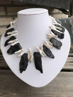 Bead Jewellery, Jewelry Art, Beaded Jewelry, Fashion Jewelry, Pearl Necklace Designs, Diy Necklace, Necklaces, Funky Jewelry, Black Jewelry