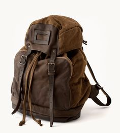 i want a backpack like this! my northface one doesnt go with me sweaters and boots.
