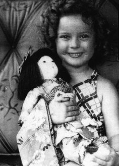 Shirley Temple with a doll given to her by the Japanese children of Hawaii during her Hawaiian vacation, 1935. Shirly Temple, Old Hollywood Glam, Child Actors, Movie Stars, Hawaiian, Japanese, Vacation, Daisy Mae, Special People