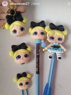 Alice Pasta Flexible, Cold Porcelain, Biscuits, Polymer Clay, Alice, Barbie, Diy Crafts, Pens And Pencils, Creative Ideas