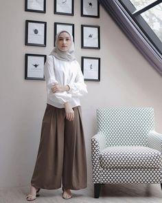 61 Super Ideas For Fashion Hijab Remaja Rok Casual Hijab Outfit, Hijab Chic, Model Baju Hijab, Fashion Pants, Fashion Outfits, Hijab Style Dress, Hijab Fashionista, Outfit Look, Hijab Fashion Inspiration