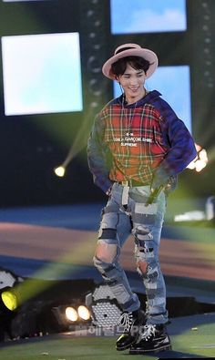 Key I love you but you look like a deranged scarecrow.