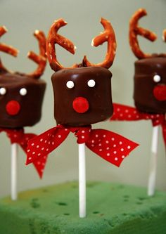 Home made reindeers christmas party ideas for kids (christmas food party ideas seasons) Christmas Dishes, Christmas Snacks, Christmas Cooking, Noel Christmas, Christmas Goodies, Holiday Treats, Holiday Recipes, Christmas Decorations, Reindeer Christmas