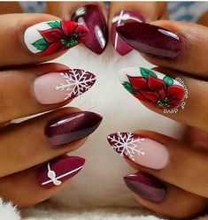 Christmas nails inspirations for the holidays - VanityFair.it - Unghie natalizie ispirazioni per le feste – VanityFair.it Christmas nails Nail Art Noel, Xmas Nail Art, Xmas Nails, Winter Nail Art, Holiday Nails, Winter Nails, Christmas Nails, Christmas Ideas, Trendy Nail Art