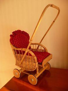 Puppenwagen Sportwagen mit Kissen Korbgeflecht und Holz unbespielt