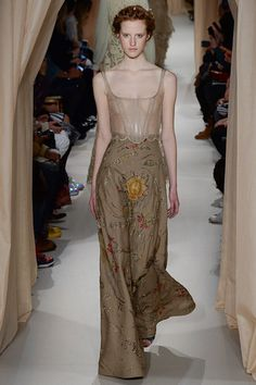 See all the Collection photos from Valentino Spring/Summer 2015 Couture now on British Vogue Couture Looks, Style Couture, Haute Couture Fashion, Valentino Couture, Valentino Garavani, Vogue, Runway Fashion, Fashion Show, Paris Fashion