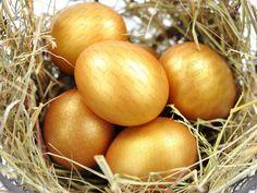 Oster-Gewinnspiel: Fünf Laufschuhe zu gewinnen! Egg Photo, Royalty Free Photos, Eggs, Image, Gold, Runing Shoes, Games, Egg, Egg As Food