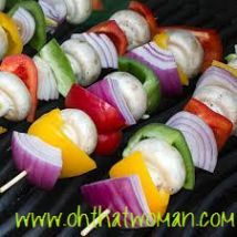 Grilled Vegetable Skewers with a Balsamic Vinaigrette - The vinaigrette really livens these grilled veggies up. Another ballpark knock out for summer grilling. Kabob Recipes, Grilling Recipes, Veggie Recipes, Vegetarian Recipes, Cooking Recipes, Healthy Recipes, Bbq Meals, Vegetarian Grilling, Healthy Grilling