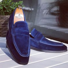 Paul Parkman Men's Penny Loafers Navy Suede Website: www.paulparkman.com #paulparkman #paulparkmanshoes #loafers #mensshoes #handmadeshoes #bespokeshoes #luxuryshoes #designershoes