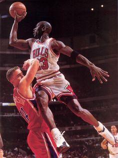 A beleza do esporte. Michael Jordan era aclamado na década de 90. #Hao123Games…