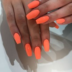 49 Summer Nails Colors And Manicures Short Nails Art Ideas Choose nail designs that best describe your dynamic personality and let this season be unique and unforgettable! There are all types of nail art designs, nail colors Bright Summer Acrylic Nails, Orange Acrylic Nails, Best Acrylic Nails, Neon Orange Nails, Summer Nail Colors, Summery Nails, Summer Nails Neon, Acrylic Summer Nails Almond, Summer Toenails