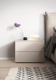 Rispecchiare la personalità Buffet Cabinet, Floating Nightstand, Bedroom, Table, Furniture, Home Decor, Room, Room Decor, Bedrooms