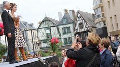 Organisé ce samedi après-midi par les commerçants de la fédération Auray préférence, il a présenté la collection automne-hiver. Vingt-six enseignes de la ville #Auray Le défilé de mode des commerçants a animé la place de la mairie http://www.ouest-france.fr/node/2876223  #bretagne #commerçant #bzhbusiness #artisan