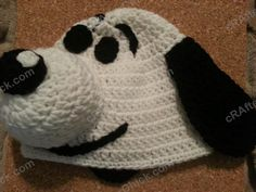Charlie Brown's Snoopy the Dog Character Hat Crochet Pattern : cRAfterChick - Free Crochet Patterns and Projects Crochet Kids Hats, Crochet Cap, Crochet Bebe, Crochet Clothes, Free Crochet, Knitted Hats, Crochet Children, Snoopy The Dog, Crochet Character Hats