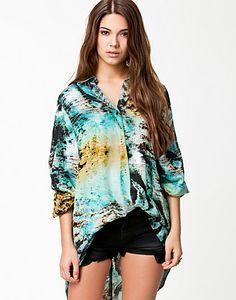 http://nelly.com/no/klær-til-kvinner/klær/bluser-skjorter/evil-twin-2255/mystic-moment-shirt-225529-130/