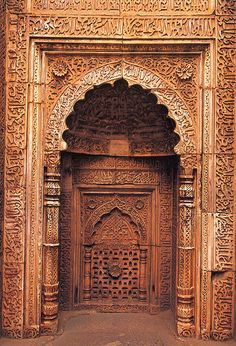 Tombe du sultan Iletmish ; mosqu�e Qouat ul-Islam, Delhi, Inde