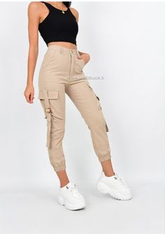 High waisted cargo pants in beige slim fit Swag Outfits For Girls, Cute Swag Outfits, Teen Fashion Outfits, Chic Outfits, Sport Outfits, Trendy Fashion, Beige Pants Outfit, Cargo Pants Outfit, Joggers Outfit
