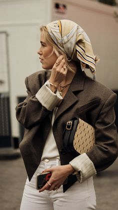 16 times the Paris street style set showed us how to dress for in-between weather - Vogue Australia Source by 2020 fashion week Seoul Fashion, Fashion Week Nyc, Paris Street Fashion, Jakarta Fashion Week, Milano Fashion Week, Tokyo Fashion, Fashion 2020, London Street, Paris Fashion Weeks