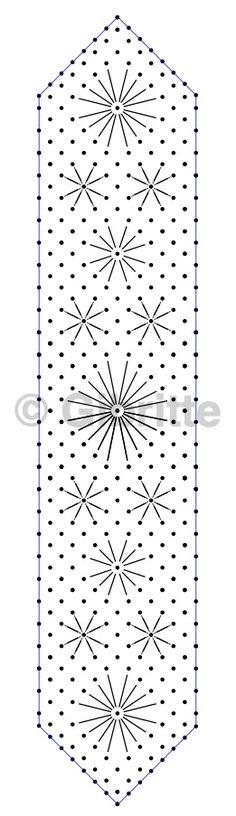 Voici un marque-page pour s'exercer à faire des astérisques de différentes tailles. On peut l'utiliser pour toutes sortes d'araignées, d'ailleurs j'ai mis le symbole d'une araignée classique avec Knipling. Il n'y a pas de pose d'épingle pour l'astérisque,...