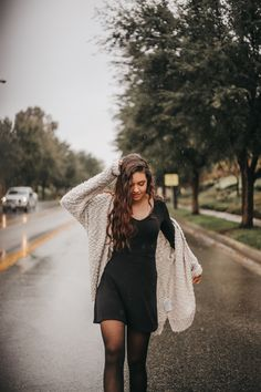 Raining outdoor photoshoot – Everything for Nature Rainy Day Photography, Rain Photography, Photography Challenge, Senior Photography, Rainy Day Pictures, Rain Pictures, Creative Photoshoot Ideas, Photoshoot Inspiration, Cute Rainy Day Outfits
