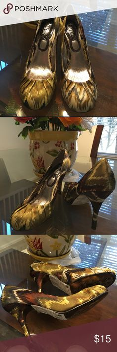 """NWOT Charles David high heel shoes It's brand new without box, never been wear! Size 7, heels is 3.5"""" tall Charles David Shoes Heels"""